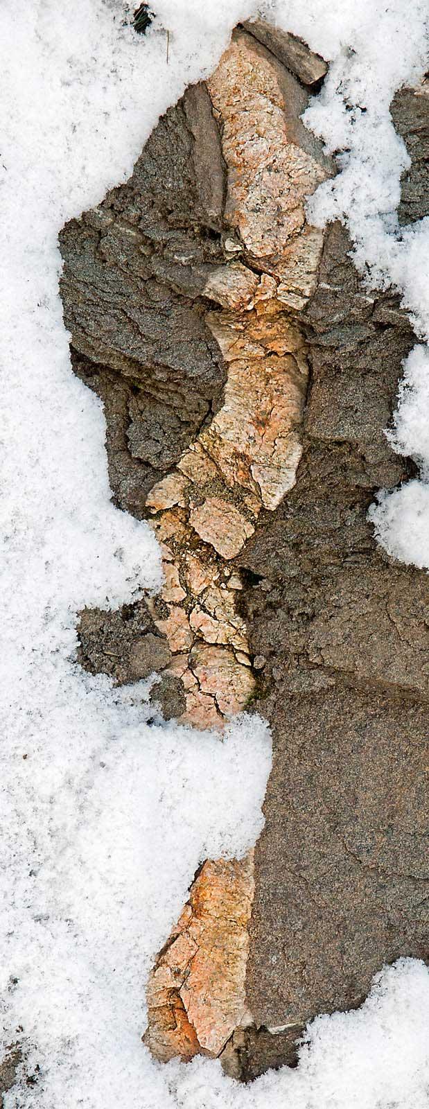 Juoni kalliossa talvella. Kuva: Esko Koistinen